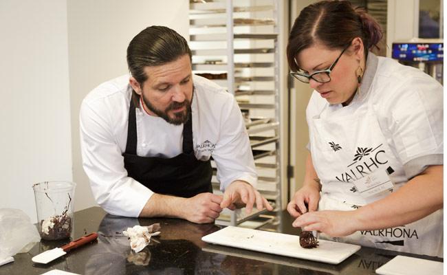 William Wernet and Valrhona's student elaborating chocolate peanut caramel