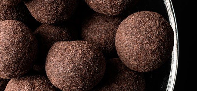 How to make artisan dragées coated with chocolate