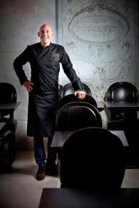 Damien Piscioneri in Cafe Pouchkine