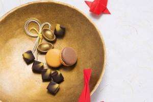 Bombon, macaron and gold ingots