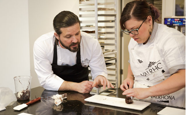 William Wernet and Valrhona's student elaborating chocolate peanut caramel