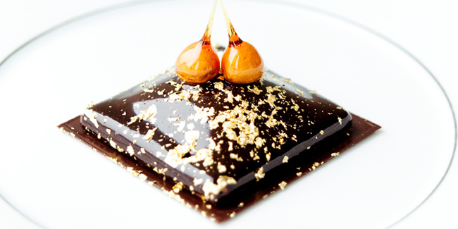 Carré Chanel with chocolate and praline by Sylvain Constans