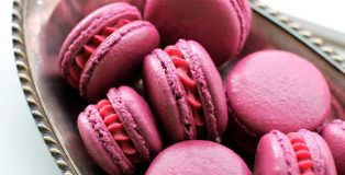 "Cassis ""Black Currant"" Macaron for The Purfect Puree"