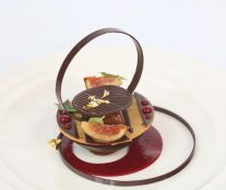 Yusuke Aoki plated dessert