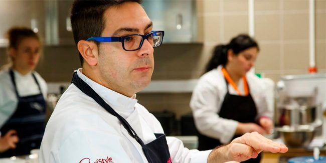Jordi Puigvert teaches formulation bases for ice cream pastry in Greece