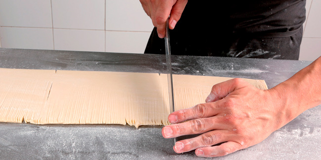 Apple and almond croissant dough carré by Daniel Álvarez