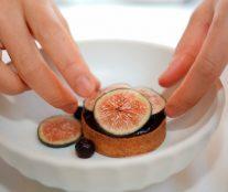 Assambling dessert