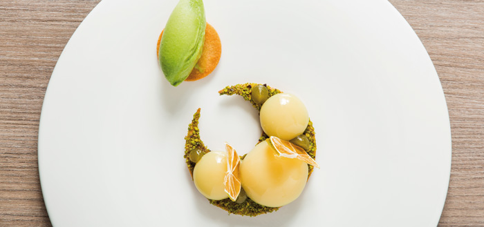 Plated dessert by Andrés Morán featured at so good #18