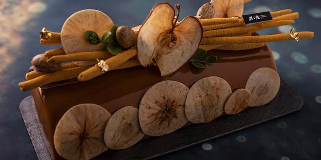 Bûche Applelina with apple, vanilla and caramel by Emmanuel Hamon