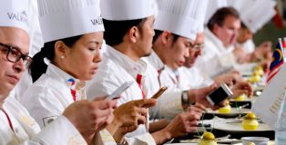 Jury deliberating during Asian Pastry Cup