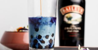 Butterfly pea flower bubble tea