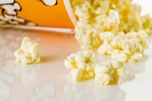 Dry meringue and chocolate 'popcorn' by Raúl Bernal