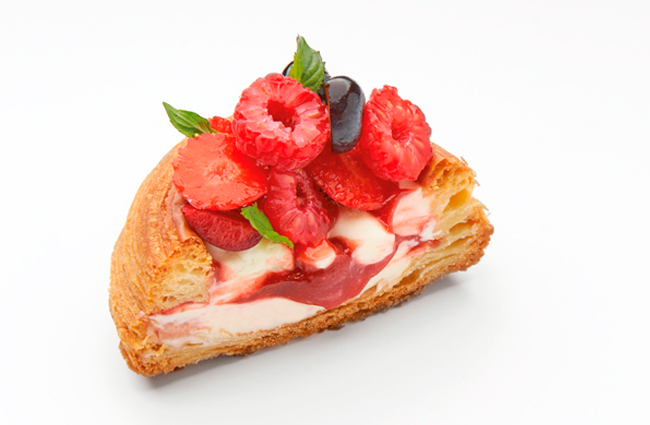 Berries with mascarpone and fruit