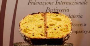 Panettone cut