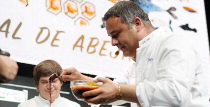 Angel Leon showing the sea honey